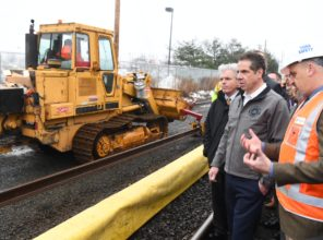 Governor Cuomo tours Double Track project in Deer Park, January 12, 2018